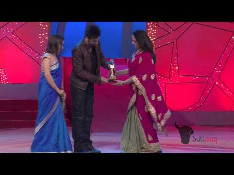Hema Malini Receives Ageless Beauty Honor At The People's Choice Awards 2012 [hd] video