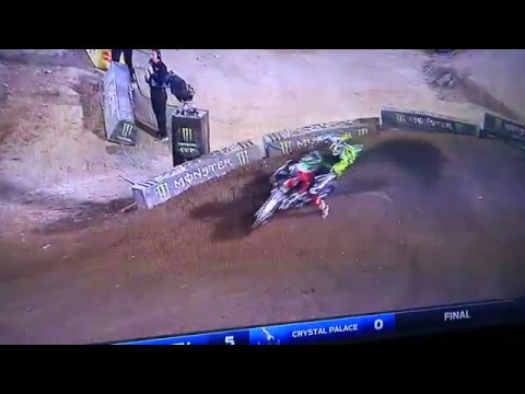 Osborne with the move for the win 250sx east main 2017. Las Vegas Sam Boyd Stadium