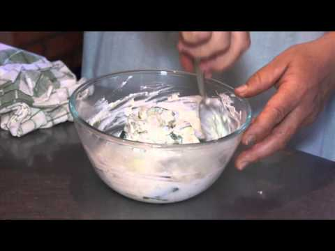 Sült cukkinidarabok fokhagymás joghurtban