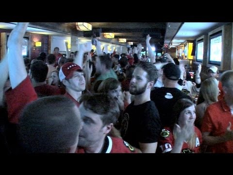 Raw video: Chicago Blackhawks' Stanley Cup-winning goal from inside bar
