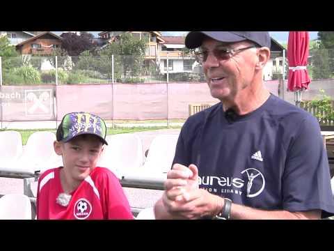 Franz Beckenbauer zu Gast bei Laureus-Sportfreundecamp