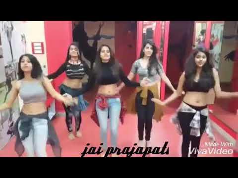 download lagu Tu Chij Badi Hai Mast Mast Hot Girl Dance gratis