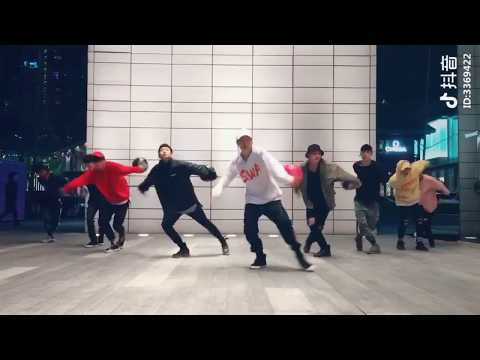 Tik-tok (抖音) ☆Chicos bailando☆