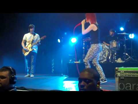 paramore lets fan play guitar on stage