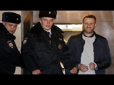 Russia: Prominent anti-Kremlin activist Alexei Navalny jailed