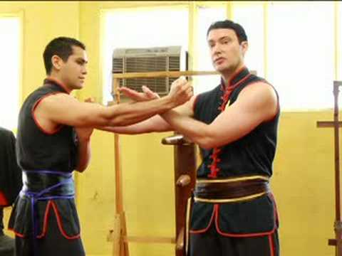 Beginning Wing Tsun Techniques : Using Wing Tsun Blocks Image 1