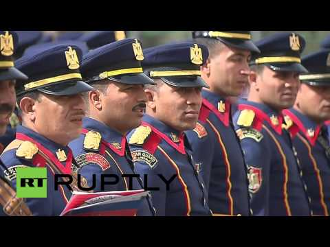 Egypt: El-Sisi greets Putin with military honours