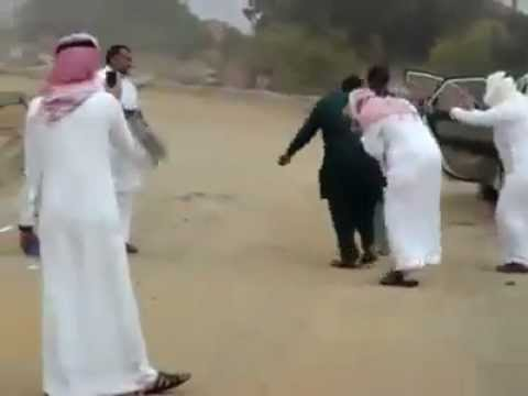 Pakistani Taxi Driver And Saudi Dance..! video