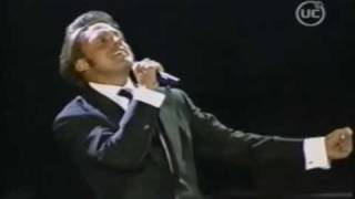 LUIS MIGUEL- Chile Toda Una Vida-Live Mis Romances Tour 2002 [HQ].mp4