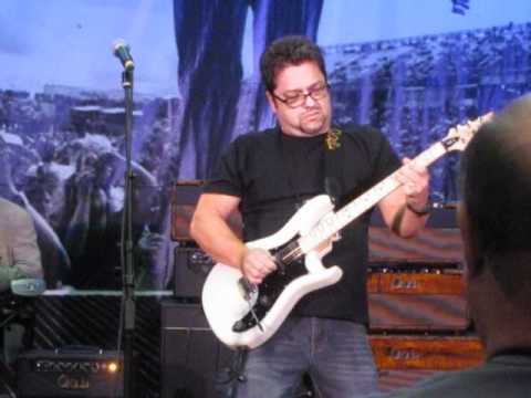 Brent Mason~NAMM2012~PRS~Room~Working~Man~Blues.AVI