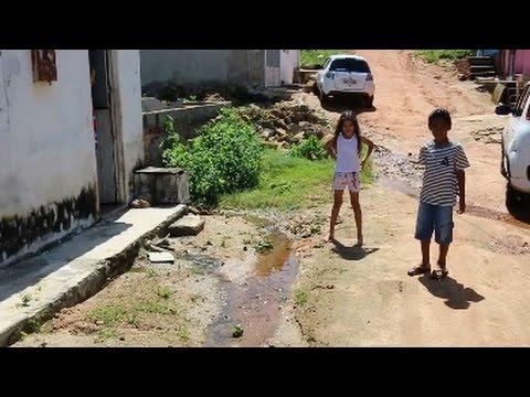 Fossa do Hospital em Santana espalha sujeira nas ruas