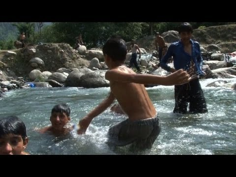 Tourists flock to Pakistan Kashmir valley