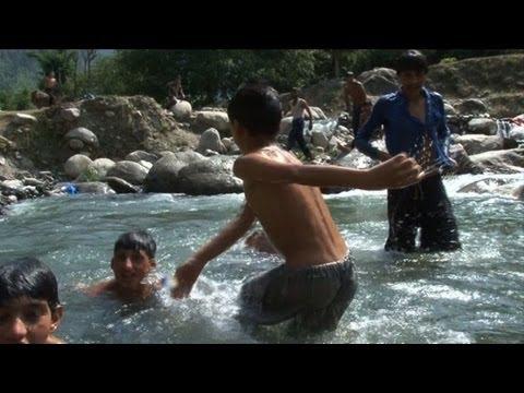 Tourists flock to Pakistan Kashmir valley
