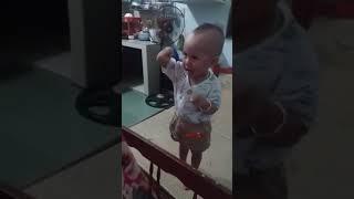 Em bé chửi lộn tay đôi với mẹ