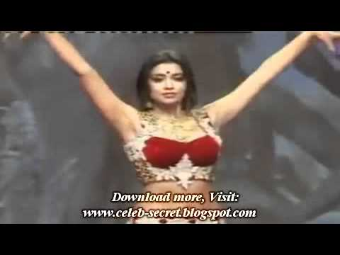 Sexy Shreya Saran Shows Hot Dance Moves Through Curvaceous