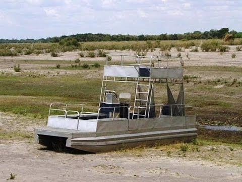 Maun, Rileys and Island Safari Lodge, Botswana. Travel guide.