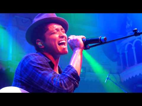 Bruno Mars - Talking To The Moon   Live In Amsterdam video