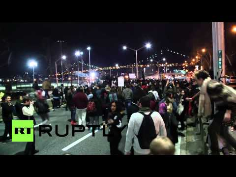 USA: Hundreds storm NY bridge for Ferguson