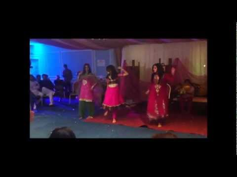 desi pakistani girls hot mehndi dance must watch- not a mujra...