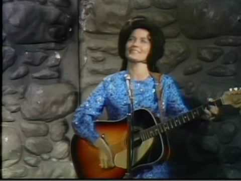 Loretta Lynn - Dont Come Home a Drinkin (with Lovin on Your Mind)