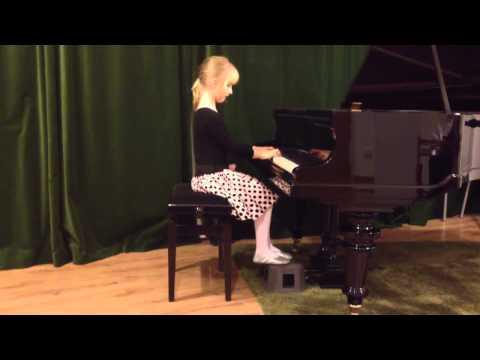 Zosia Gra Na Fortepianie
