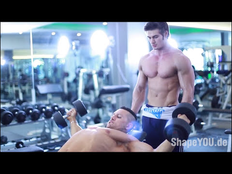 IFBB Pro Bodybuilder Kai Greene Chest Workout w/ Pro Mens Physique Jeff Seid & Alon Gabbay