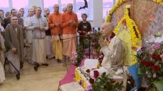 2012.11.03. Vyasa Puja -4- Pushpanjali HG Sankarshan Das Adhikari Kaunas Lithuania