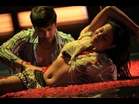 Wet Video Of Veena Malik As Silk Smitha video