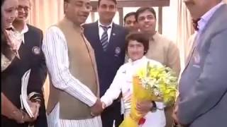 Tajamul Islam Kashmir Girl, Kick Boxing Champion Meets Vijay Goel Sports Minister