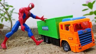 Spiderman protects cars from kidnapping trucks - A973M Toys for kids