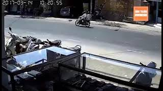 Camera cận cảnh | Cú lùi xe bất cẩn cướp đi mạng sống 3 mẹ con thai phụ