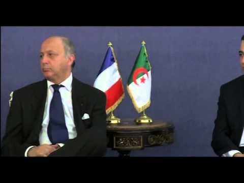 Laurent Fabius fait dodo pendant une réunion officielle en Algérie