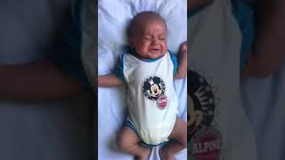 1 month old sleepy baby crying