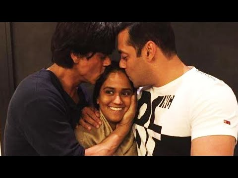 Shah Rukh Khan, Salman Khan Bless Arpita Khan Together - MUST WATCH