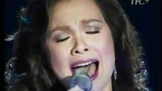 Lea Salonga singing PASKONG WALANG HANGGAN.wmv