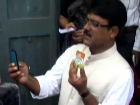 Congress candidate from Vadodara Narendra Rawat  copies' Narendra Modi