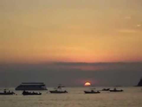 Atardecer en Playa Herradura, Puntarenas, Costa Rica - MOV03340