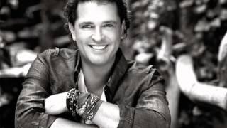 Watch Carlos Vives 19 De Noviembre video