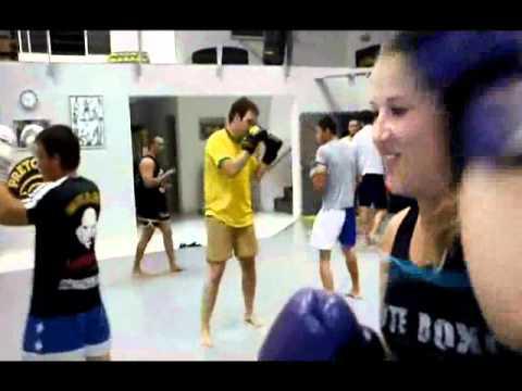 Luciano Monge da Chute Boxe apresenta sua aula de Muay Thai