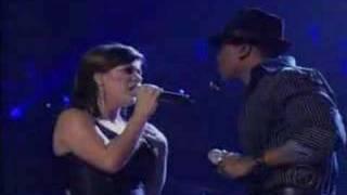 Watch Kelly Clarkson Amame video