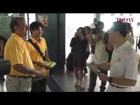 PAP's Dr Koh Poh Koon & Reform Party's Kenneth Jeyaretnam campaign at Rumbia LRT