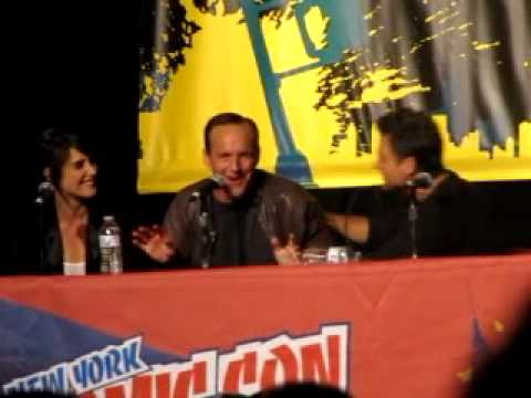 NYCC: Clark Gregg sings The Avengers Theme Song!!!