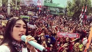 "(Eta Terangkanlah) VIA VALLEN bareng VYANISTY ""SAYANG"" ( Car Free Day Semarang, 13 agustus 2017)"