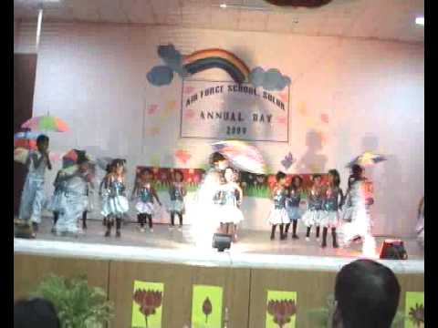 KOI LADKI HAI .... dance by LKG UKG kids  in Air Froce school...