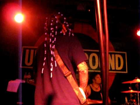 Brian Head Welch performing the intro to Korn's