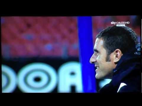 http://www.salernomerda.it/ - Napoli-Lecce 4-2: guardare per credere. De Sanctis si infuria dopo il gol di Cavani (provvisorio 4-1). http://www.salernomerda.it/