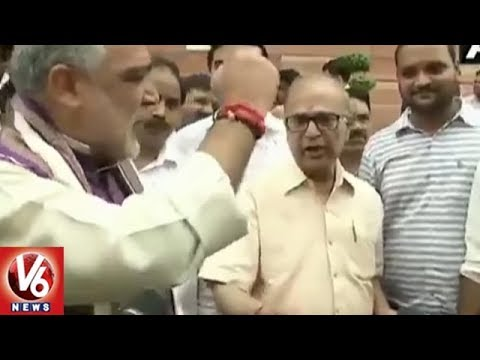 Union Minister Ashwani Choubey, Congress MP Pradip Bhattacharya Argue Over NRC | V6 News