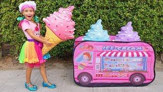 София играет в Кафе и Вагончик мороженого с Друзьями