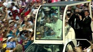 Francisco lleva una descarga de esperanza a afectados por los desastres de El Niño en Trujillo