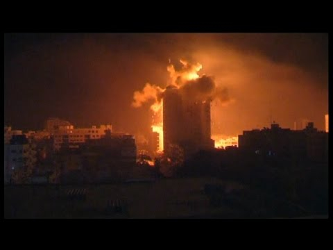 DRAMATIC FOOTAGE: Israeli airstrike hits building in central Gaza